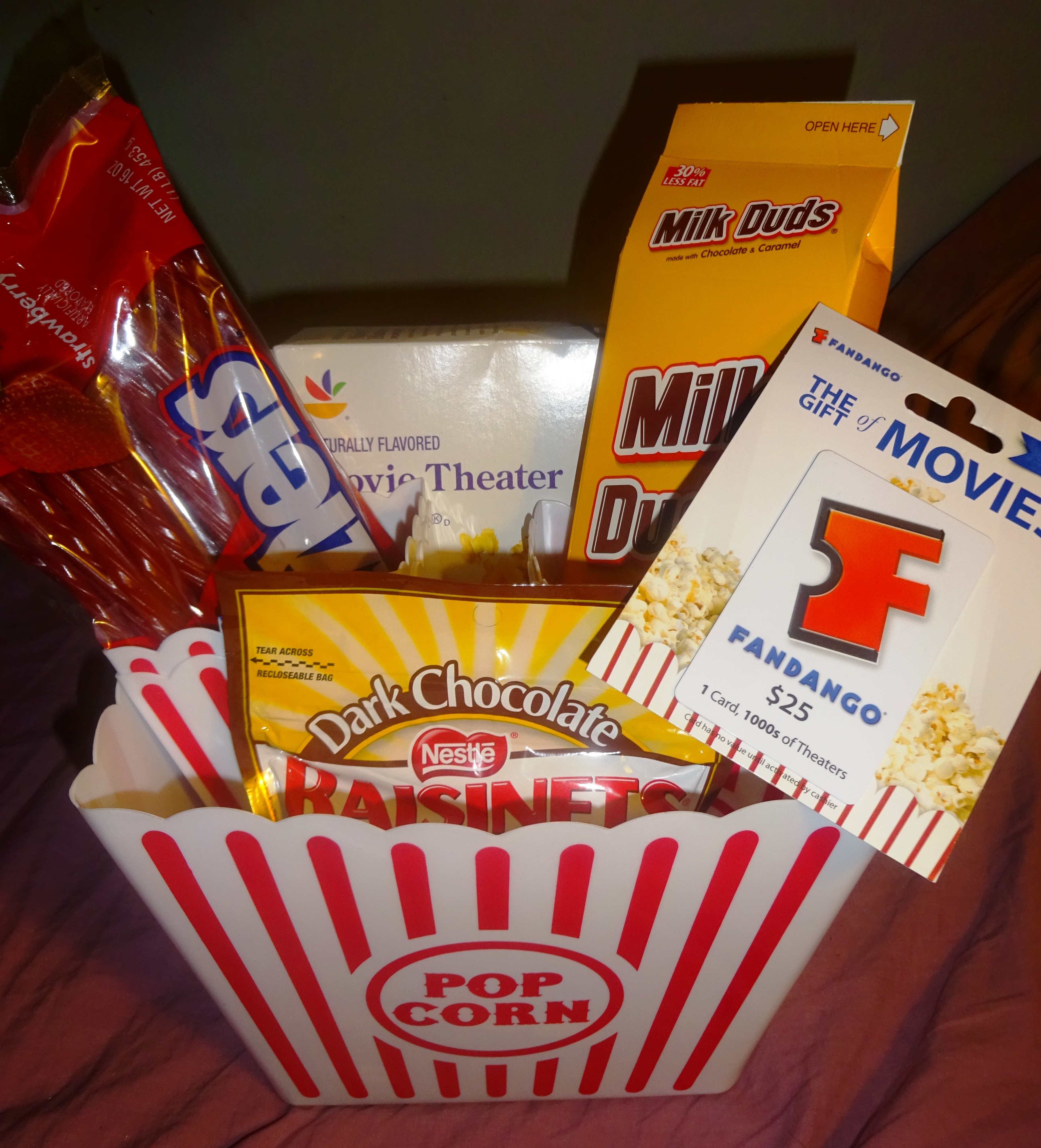 Pic16g one large and four individual plastic popcorn containers plus 25 fandango gift card popcorn and candy xflitez Gallery
